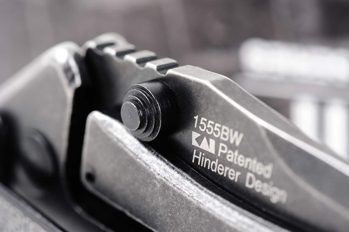 Close look at the locking system of folding knives